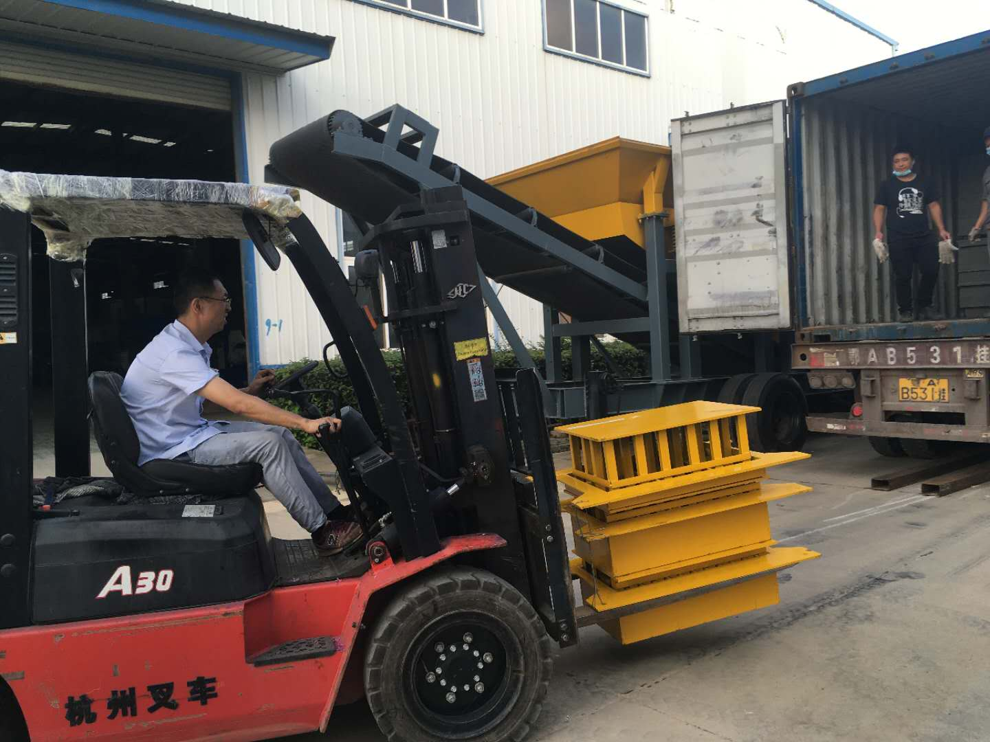 ZCJK 2 sets of 4-25 Block machine deliver to Ghana